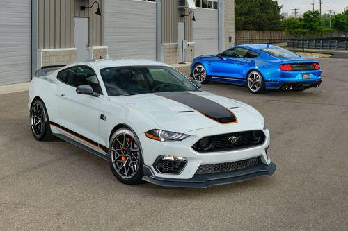 Ford Mustang Mach 1 - huyền thoại trong phim James Bond tái xuất