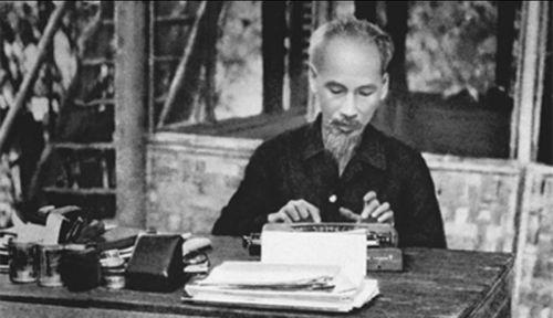 Bác Hồ viết bài báo 'Nâng cao đạo đức cách mạng, quét sạch chủ nghĩa cá nhân'