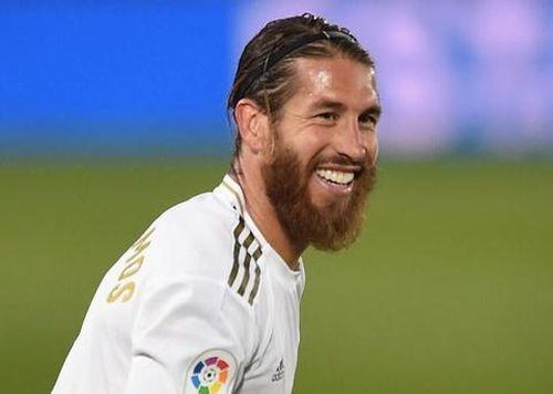 Ramos đá phạt đẳng cấp đưa Real trở lại ngôi đầu