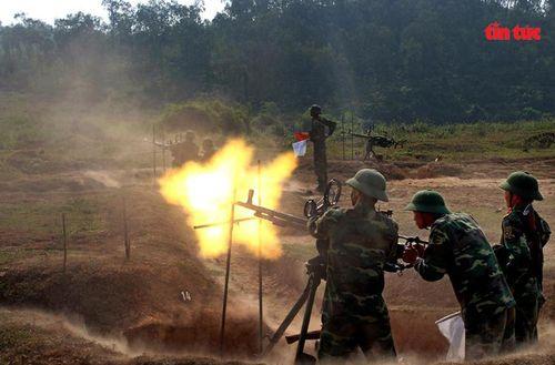 Triển lãm ảnh 'Ống kính người chiến sĩ' của Thiếu tướng Nguyễn Thiện Minh