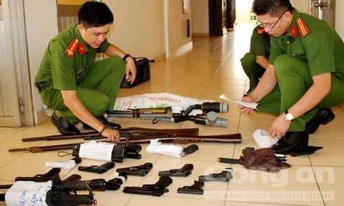 Công an Cần Thơ thu giữ lượng lớn súng, công cụ hỗ trợ