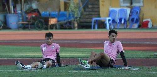Hà Nội FC lập 'bệnh viện dã chiến' ngay tại Hàng Đẫy