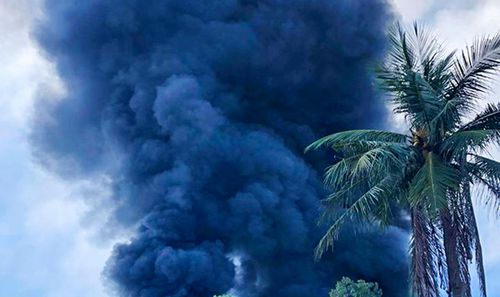 Kho sản xuất mui nệm cháy ngùn ngụt nhiều giờ