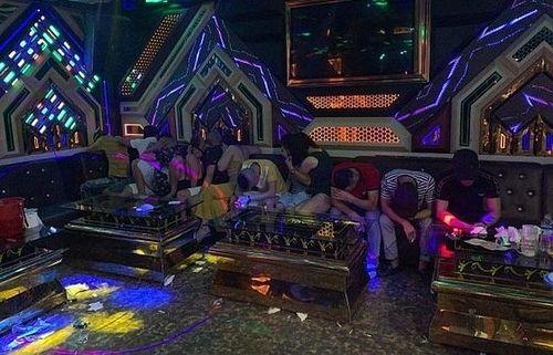 Bắt quả tang nhóm nam nữ mở 'tiệc ma túy' trong quán karaoke