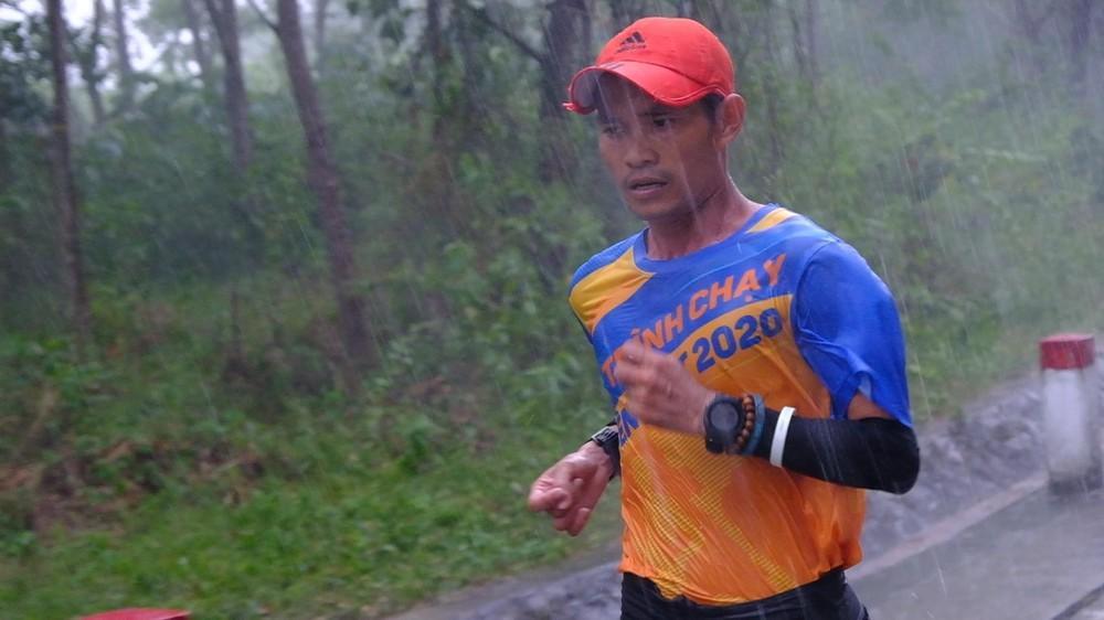 Chạy hơn 700km/1 tháng để 'tham chiến' Tiền Phong Marathon