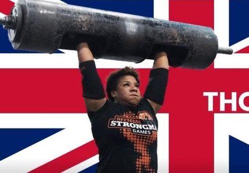 Cô gái nâng tạ 135 kg để lập kỷ lục thế giới