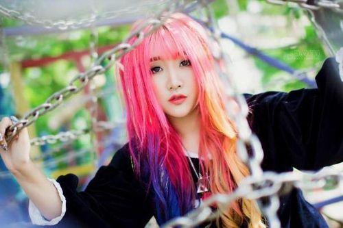 Phong cách cá tính hết nấc của streamer biệt danh 'cô nàng tóc hồng'