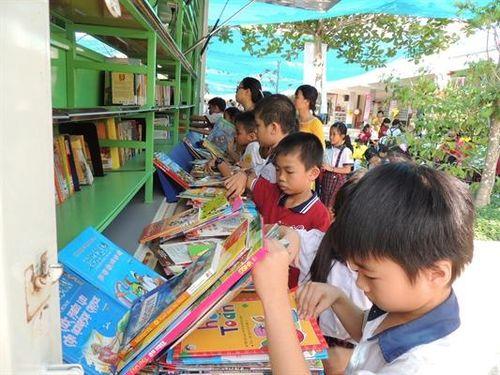 Sễ đưa tiết đọc sách vào thời khóa biểu chính khóa: Muộn nhưng vẫn còn hơn không