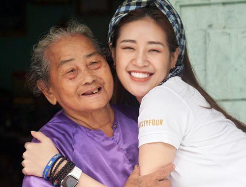 Hoa hậu Khánh Vân tri ân người có công với đất nước tại tỉnh Long An