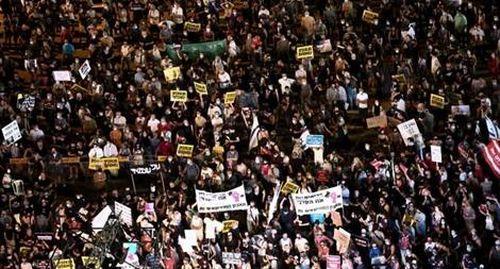 Biển người Israel đổ ra đường biểu tình phản đối chính phủ vì COVID-19