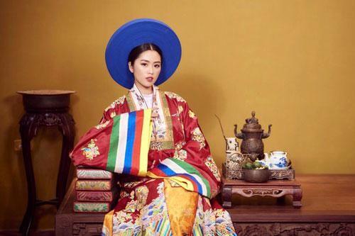 Nữ MC tái hiện nét đẹp cổ phục triều Nguyễn