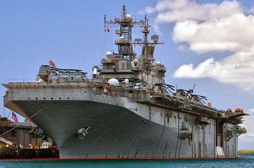Mỹ khẩn cấp 'gọi tái ngũ' tàu Peleliu thay thế chiếc Bonhomme Richard vừa bị thiêu rụi?