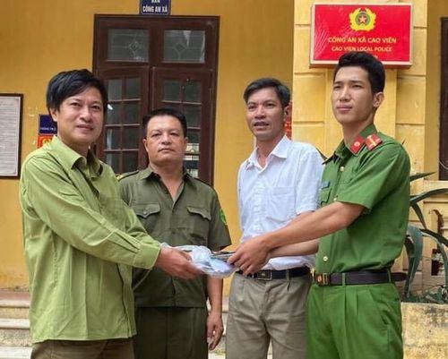 Công an xã Cao Viên cứu giúp người dân bị đột quỵ
