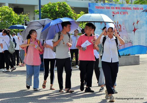 Sĩ tử hoàn thành 4 môn chuyên đầu tiên dự thi vào THPT Chuyên Hạ Long