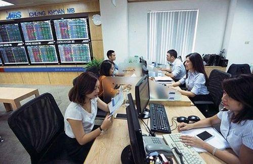 Chuyển quyền sở hữu cổ phiếu và cấp nhiều mã giao dịch trong tuần qua