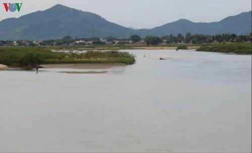 Đi bắt cá, sụp vào hố nước trên sông Kôn, 1 thanh niên chết đuối