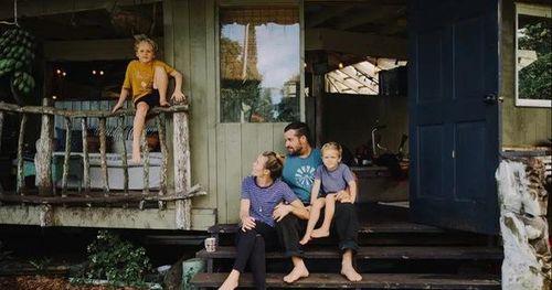 Ngôi nhà nhỏ mộc mạc gây thương nhớ vì được xây dựng bằng tay với các đồ nội thất thủ công đẹp tinh tế