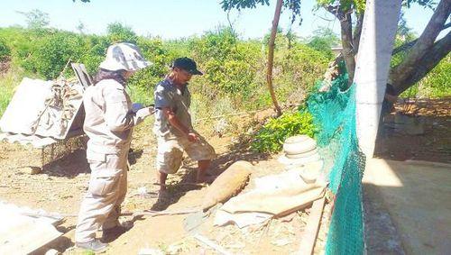 Kịp thời di dời quả đạn pháo hạng nặng trong vườn nhà dân