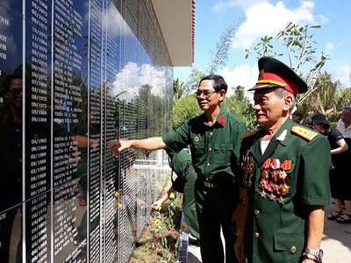 Khánh thành Nhà bia lưu danh nơi thờ 418 liệt sĩ của Trung đoàn 10, Quân khu 9