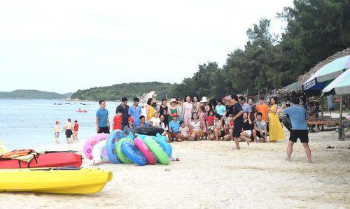 Mùa hè ở bãi biển Hồng Hải
