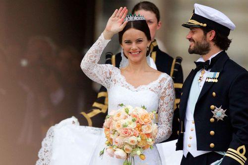 Mẫu nội y bị đào bới quá khứ sau khi cưới hoàng tử Thụy Điển