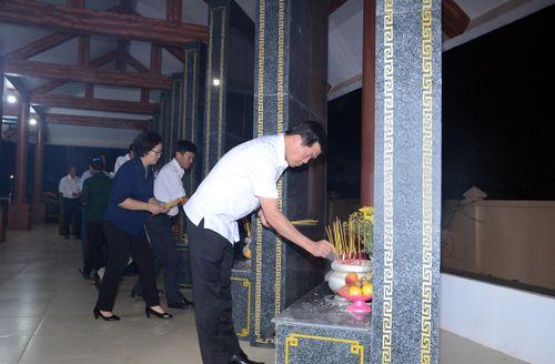 Dâng hương, viếng 35 Đền thờ Liệt sĩ