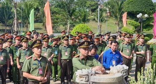 Hội trại tuổi trẻ CAND với nhiều hoạt động đượm tình quân dân