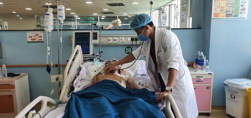 Cấp cứu kịp thời bệnh nhân bị thanh sắt đâm thấu bụng