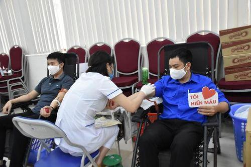 Hàng trăm CBCNVC ngành GTVT hiến máu 'giải cứu' ngân hàng máu mùa Covid-19