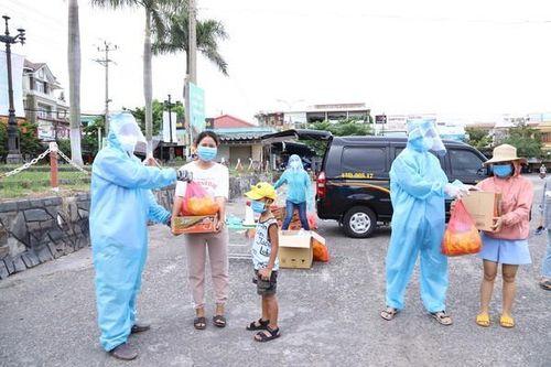 Hàng trăm bạn trẻ Cơ Tu bị 'mắc kẹt' ở Đà Nẵng do dịch Covid-19