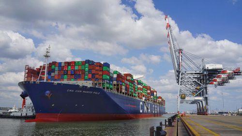 Tăng giá xếp dỡ container để DN cảng biển tái đầu tư
