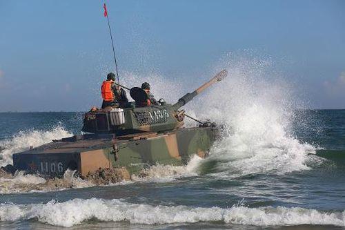 Trung Quốc triển khai chiến mã thép ZTD-05 tới eo biển Đài Loan