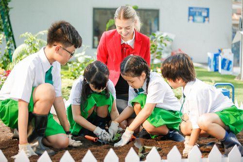 Giáo dục bằng trái tim để gặt hái yêu thương