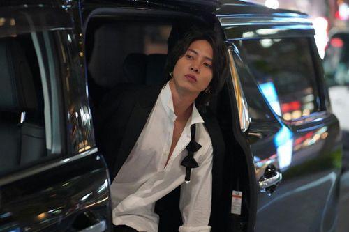 Tài tử Nhật Bản vào khách sạn cùng người mẫu 17 tuổi