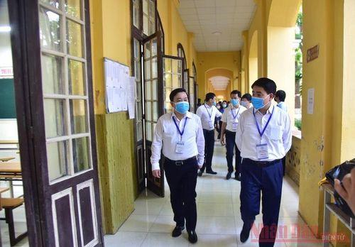Chủ tịch Thành phố Hà Nội kiểm tra điểm thi có ba thí sinh thi riêng
