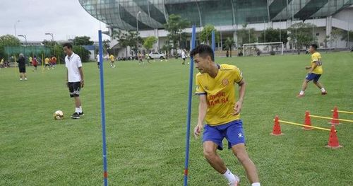 Nhiều CLB rục rịch tập luyện trở lại chuẩn bị cho ngày V-League 'tái khởi'