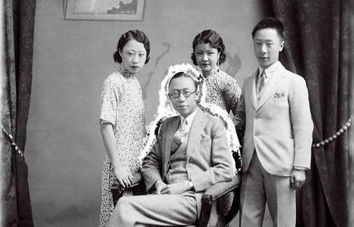 Ảnh hiếm về 3 thế hệ gia đình Hoàng đế nhà Thanh cuối cùng