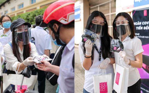 SGO48 chung tay vì cộng đồng, đội mưa đi phát 1000 khẩu trang miễn phí cho sĩ tử mùa thi