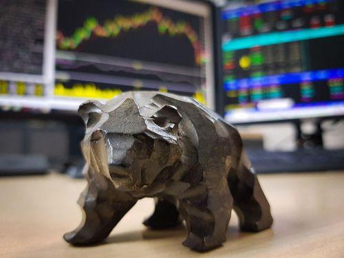 Tìm cơ hội trong dài hạn trên thị trường chứng khoán