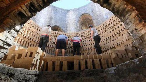 Quy trình đúc những viên 'gạch vàng' để xây Tử Cấm Thành