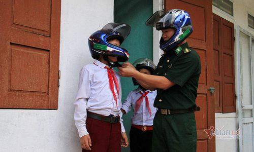 Người lính góp lương nuôi hàng trăm học sinh nơi biên giới Nghệ An