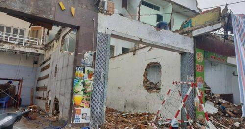 TP.HCM: Dân đập nhà bàn giao mặt bằng cho metro số 2