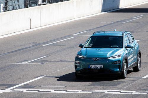 Hyundai Kona Electric chạy trên 1.000 km sau mỗi lần sạc đầy pin