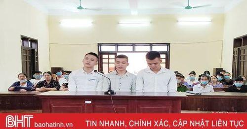 Băng nhóm chuyên cướp giật điện thoại ở Hà Tĩnh nhận 138 tháng tù