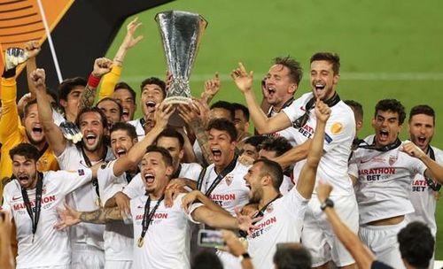 Sevilla xứng danh kỷ lục gia