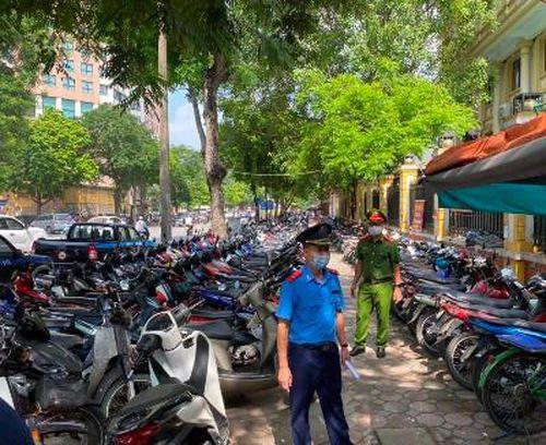 Hà Nội: Kiên quyết xử lý các đối tượng 'cò xe', bán hàng rong tại cổng Bệnh viện Việt Đức