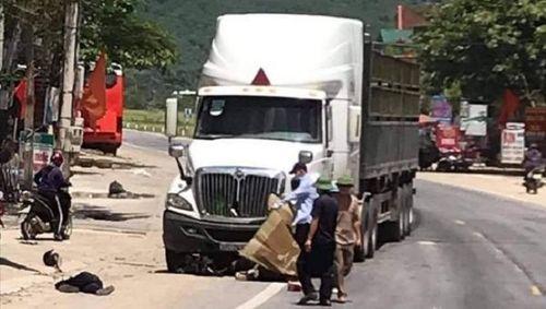 Tin giao thông ngày 26/8: Xe đầu kéo liên tiếp gây tai nạn