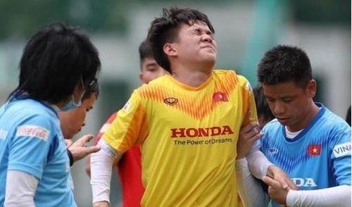 Tiền đạo HAGL chia tay U22 Việt Nam vì chấn thương
