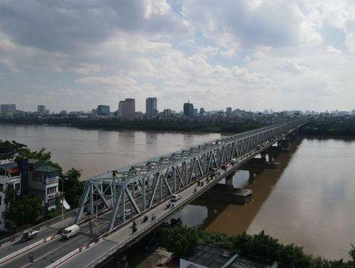 Hà Nội: Nhìn từ trên cao cây cầu huyết mạch đang được kiến nghị sửa chữa