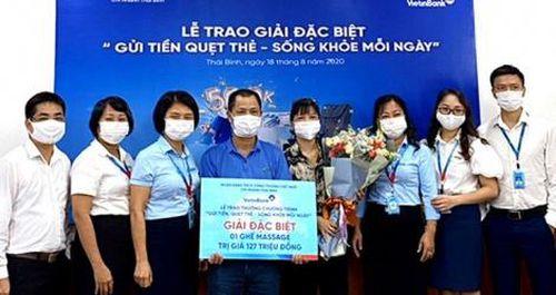 VietinBank Thái Bình trao Giải Đặc biệt 'Gửi tiền quẹt thẻ, sống khỏe mỗi ngày'